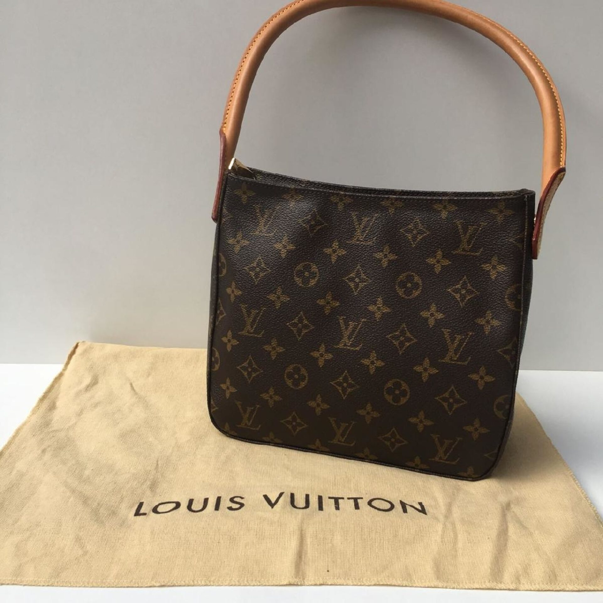 616901c7449 Bolsa Louis Vuitton Looping MM Monogram