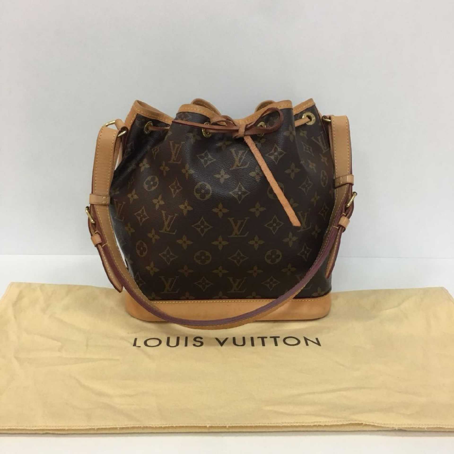 f0ef3cd2674 Bolsa Louis Vuitton Noe Canvas Monogram